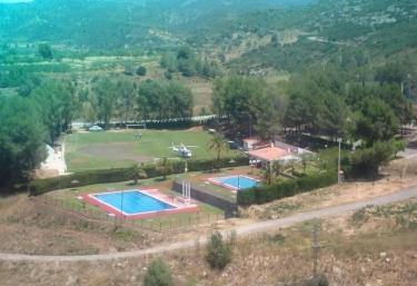 Casas rurales con piscina en les coves de vinrom for Complejo rural con piscina