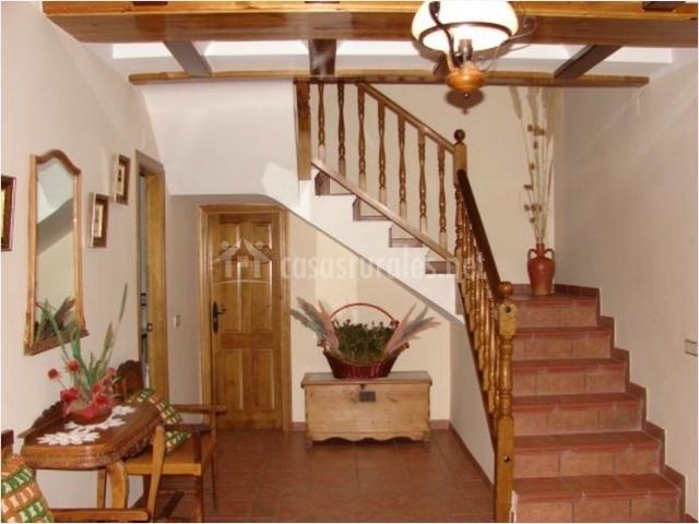 Casa amparo en blancas teruel for Escaleras entrada casa