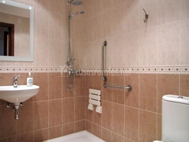 Casa olalla en rabanera del pinar burgos for Diseno de cuartos de bano con ducha