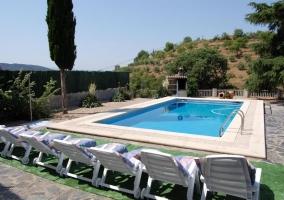 Acceso principal al alojamiento con vistas de las terrazas