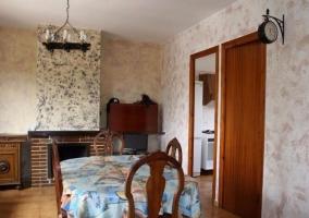 Sala de estar con sillones de terciopelo