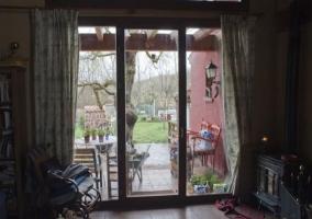 Sala de estar con vistas directas de la terraza