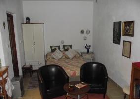 Zona de estar y cama