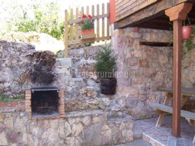 Casa rural ricao en santianes de ola asturias - Barbacoa exterior ...