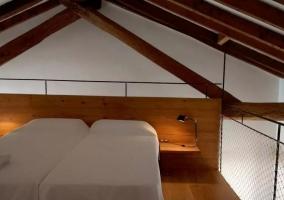 Dormitorio de matrimonio con salida al exterior