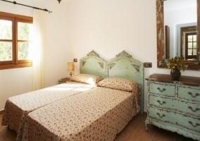 Dormitorio con 2 camas unidas
