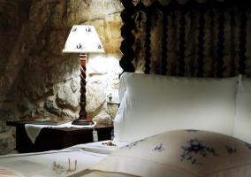 Doble con cama de matrimonio y mesillas