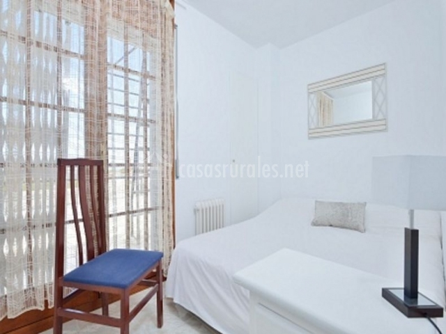Casa vallpineda en sitges barcelona for Sillas para dormitorios matrimonio