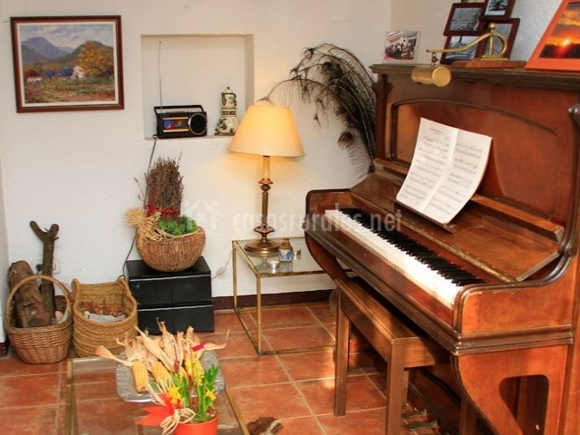 Piano y decoración artesanal