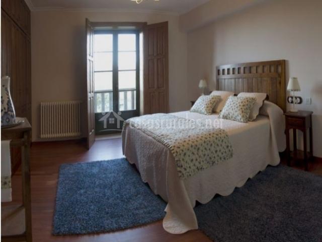 Cabana das bolboretas en barro pontevedra for Alfombras en dormitorios