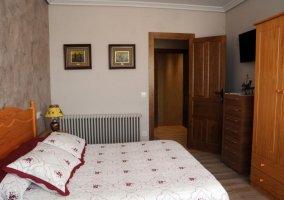Dormitorio 2 con armarios