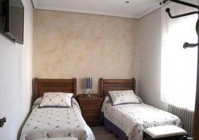 Dormitorio 4 con un par de camas