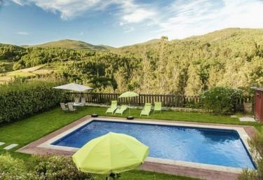 Casas rurales con piscina en campo lameiro for Casa rural lugo piscina