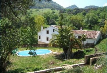 Casas rurales con piscina en grazalema for Casa rural sevilla piscina