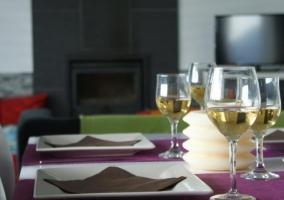 Sala de estar comedor con cocina al lado