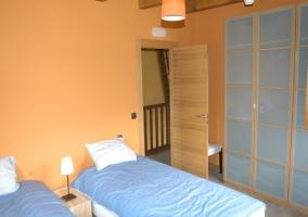 Dormitorio doble con amplios armarios