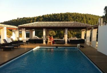 Casas rurales con piscina en sella for Casas vacacionales con piscina
