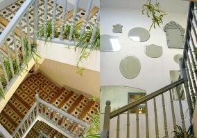 Escaleras de la casa con mosaicos