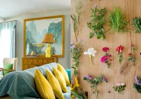Detalles florales y espacio multicolor