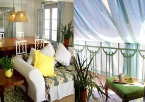 Sofá y balcón con cortinas