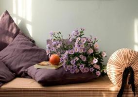 Decoración con flores y fruta