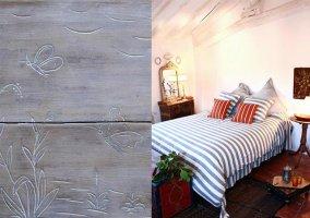 Habitación doble aboardillada con grabados y detalle de grabado en madera