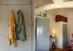 Puertas de las habitaciones con perchero