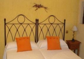 Dormitorio con 2 camas twin