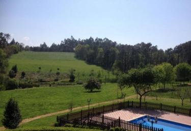 Casas rurales con piscina en navia for Casas rurales en asturias con piscina climatizada