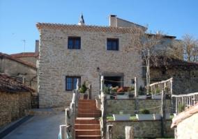 Fachada de entrada Casa Rural La Garduña