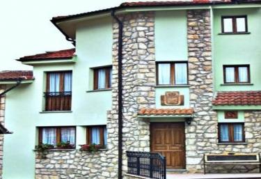 Calle del Medio - Tielve, Asturias