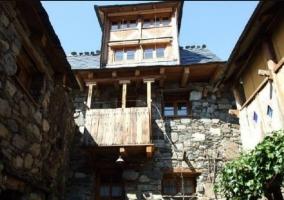 Acceso a la terraza de la casa con mobiliario