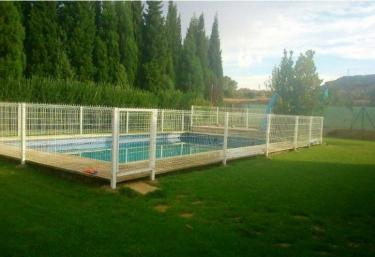 Casas rurales con piscina en alca iz for Piscina teruel