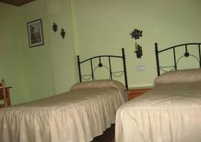 Dormitorio matrimonial con baño