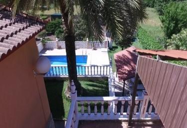 Casas rurales con piscina en benaocaz for Casas rurales con piscina en alquiler