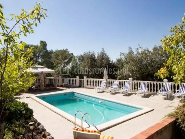 Villa vacarisses grande en vacarisses barcelona for Hamacas de piscina