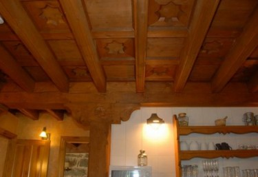 Cocina y detalle de sus techos