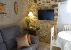 Sala de estar que comunica con la cocina y el comedor