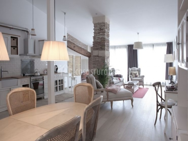 Apartamento spa parellada en vilafranca del penedes for Sala de estar y comedor