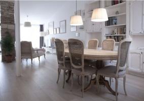 Sala de estar y mesa para comer