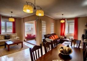 Sala de estar con varios ambientes