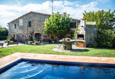 Casas rurales con piscina en la pera for Casas rurales con piscina en alquiler