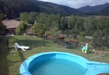 Casas rurales con piscina en asturias for Piscinas soto