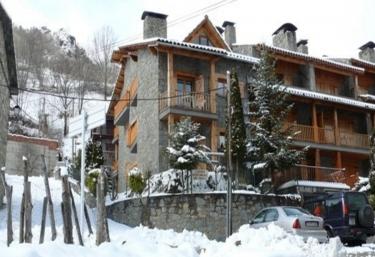 Habitatges Familiars de Can Bota - Setcases (Municipio), Girona