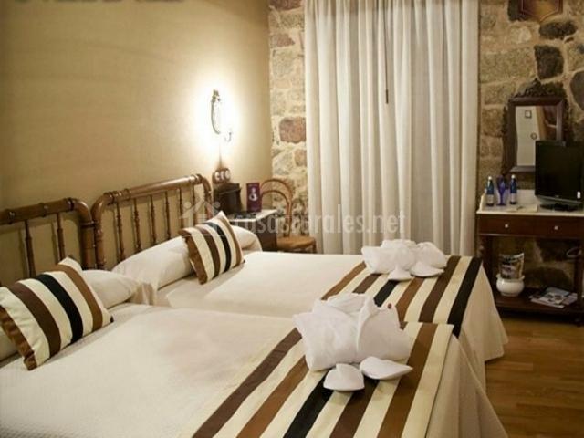 Dormitorio doble con tonos marrones