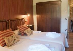 Dormitorio doble adaptado con su aseo