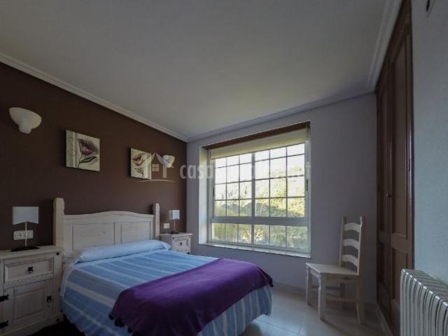Dormitorio Doble 2 con cuadros