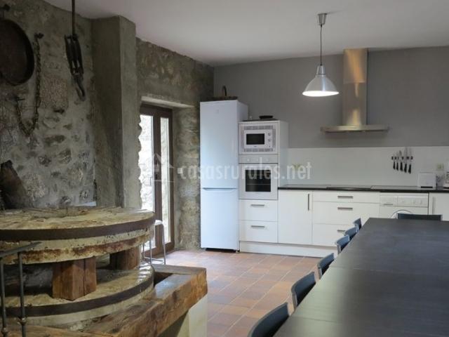 Cocina amplia con el molino integrado original