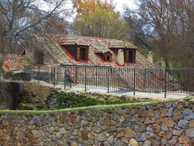 Vistas del muro y el tejado de la casa