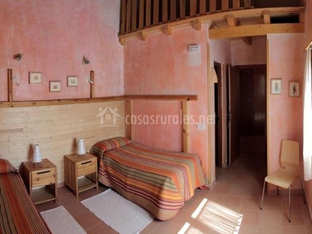 Dormitorio doble muy luminoso con su aseo